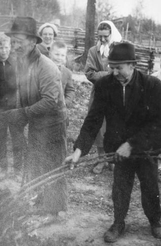 Bröderna Axel  och Karl Höganäs vid Hembygdsgården
