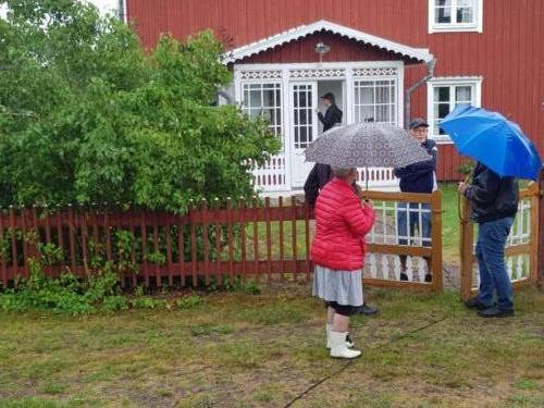 Paraplyerna kom väl till pass